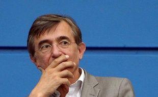 """L'ancien ministre Philippe Douste-Blazy a annoncé dimanche son ralliement à François Bayrou (MoDem), dont il avait partagé les combats à l'UDF, se disant déçu par """"le tournant droitier du gouvernement"""" et séduit par """"l'indépendance"""" et """"la fidélité"""" du leader centriste """"à ses convictions""""."""