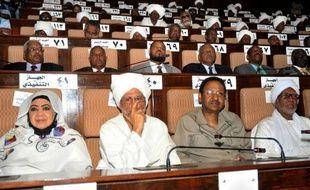 """Le Parlement soudanais a proclamé comme """"ennemi"""" le gouvernement du Soudan du Sud après la prise de contrôle par ses troupes de la zone frontalière de Heglig, principal champ pétrolier du Soudan."""