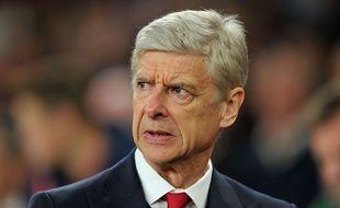 Arsène Wenger pas content de la prestation d'Arsenal contre l'Olympiakos (2-3) en Ligue des champions, le 29 septembre 2015 à l'Emirates Stadium.