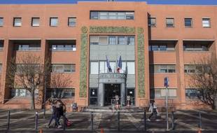 Une plainte doit être déposée au commissariat de Toulouse