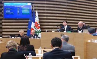 Au conseil municipal de Nice, le temps de parole de Christian Estrosi fait débat.