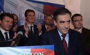 """François Fillon, qui semblait avoir accepté sa défaite pour la présidence de l'UMP face à Jean-François Copé, a de nouveau contesté les résultats mercredi et demandé qu'Alain Juppé prenne la direction transitoire du mouvement pour """"sortir de l'impasse""""."""