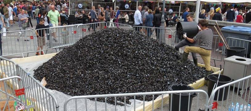 A Lille, le 4 septembre 2016 - Le traditionnel tas de moules a té dressé sur la place Rihour pour la non-braderie.