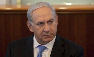"""Le Premier ministre israélien Benjamin Netanyahu a menacé dimanche d'agir """"encore plus fermement"""" contre les tirs de roquettes depuis la bande de Gaza , si la trêve fragile annoncée samedi n'était pas respectée."""