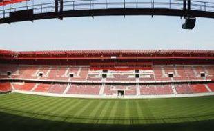 Avec sa façade extérieure recouverte d'écailles en inox et ses vestiaires flambant neufs, le stade du Hainaut est quasiment  prêt pour son inauguration.