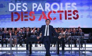 """Le journaliste David Pujadas sur le plateau de l'émission """"Des paroles et des actes"""", le 24 septembre 2015"""