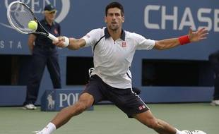 Novak Djokovic sur la défensive en demi-finale de l'US Open, le 8 septembre 2012 à New-York.
