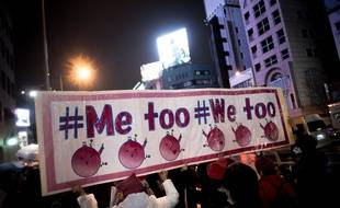 Des manifestantes défilent pour l'égalité hommes-femmes et contre la discrimination et la violence, à Tokyo, le 8 mars 2018.