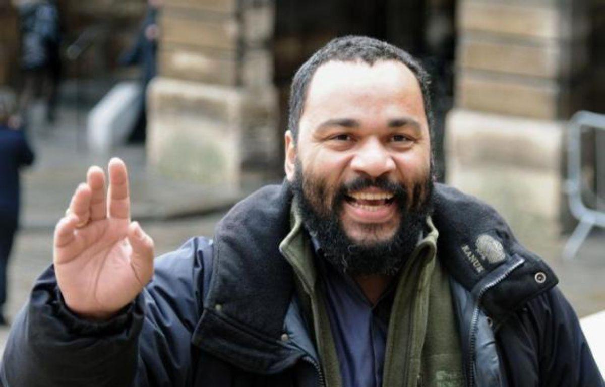 Photo prise le 3 février 2011, de l'humoriste Dieudonné M?bala M?bala arrivant au palais de justice de Paris – Bertrand Guay AFP