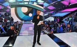 Benjamin Castaldi sur le plateau de l'émission de télé réalité Secret story.