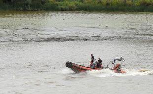 Des pompiers sur la Loire à la recherche de Steve Maia Caniço, le 20 juillet 2019.