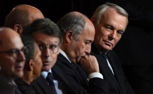 """Jean-Marc Ayrault a estimé jeudi à Vienne qu'il revenait au Parlement de """"trouver la bonne solution"""" pour supprimer les départements de la petite couronne autour de Paris, à laquelle il est favorable."""