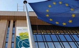 """La Commission européenne a exhorté jeudi les pays de l'UE à """"se saisir de la question"""" de l'évasion fiscale, notamment en adoptant une définition commune de ce qu'est un paradis fiscal, et a rappelé que l'évasion fiscale coûtait """"plus de 1.000 milliards"""" d'euros par an à l'Europe."""
