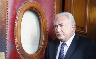 Dominique Strauss-Kahn quittant le tribunal de Paris le 26 février 2013.