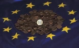 La zone euro a enregistré un excédent de son commerce extérieur de 2,8 milliards d'euros en février, après un déficit de 7,9 milliards en janvier (chiffre révisé), selon les premières estimations publiées lundi par l'office européen de statistiques Eurostat.