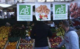 Selon une étude épidémiologique publiée dans la revue JAMA Internal Medicine, une diminution de 25% du risque de cancer a été observée chez les consommateurs « réguliers » d'aliments bio, par rapport aux personnes qui en consomment moins souvent.