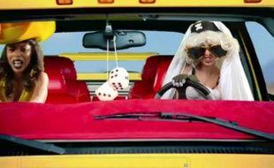 Parodie du clip Telephone de Lady Gaga réalisé par le site satirique barelypolitical.com.
