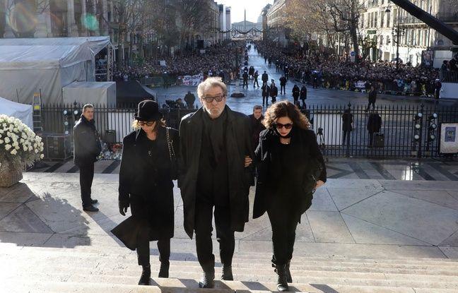 Eddy Mitchell, arrive à l'église de la Madeleine, entouré de son épouse Muriel et de sa fille Pamela, pour assister à la cérémonie en hommage à Johnny Hallyday.
