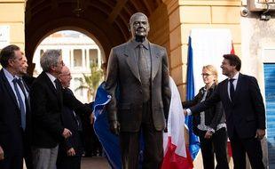 L'inauguration de la statue, samedi, en présence de Claude Chirac