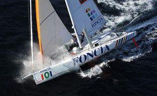 Michel Desjoyaux, sur «Foncia», est en tête des monocoques sur la Transat Jacques-Vabre.