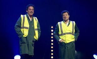 """Les Chevaliers du Fiel, Eric Carrière (à gauche) et Francis Ginibre, lors du spectacle """"Le Best Ouf"""" au Palais Nikaia a Nice, le 25 mars 2015."""