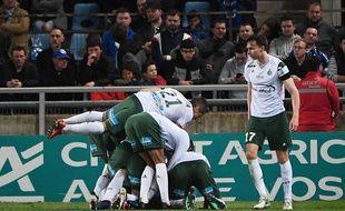 La joie des Stéphanois après le but de Mathieu Debuchy au stade de la Meinau à Strasbourg.