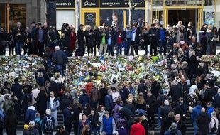 Les Suédois se sont réunis en masse, le 9 avril 2017, pour rendre hommage aux victimes de l'attentat de Stockholm.