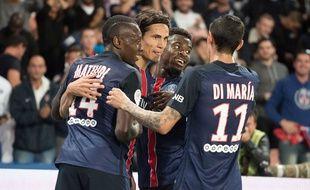Edinson Cavani célèbre son but lors de PSG-Bordeaux le 11 septembre 2015.
