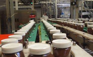 Une ligne de production du Nutella à Villers-Ecalles.