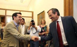 Le leader de Nouvelle Démocratie, Antonis Samaras (à droite), et celui de Syriza, Alexis Tsipras (à gauche), avant leur entrevue au Parlement grec, à Athènes, le 18 juin 2012.