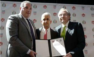 Victor Montigliani (Canada), Sunil Gulati (Etats-Unis) et Decio di Maria (Mexique).
