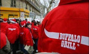 Les forces de l'ordre ont fait évacuer mardi matin le parking du Buffalo Grill de Viry-Châtillon (Essonne), occupé depuis le 8 juin par plusieurs dizaines de salariés sans-papiers démissionnaires, licenciés ou en grève, a-t-on appris auprès de la CGT et de la préfecture.
