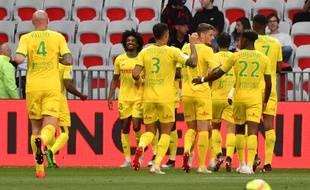 Les Nantais se congratulent après l'ouverture du score de Moutoussamy le 11 mai à Nice.