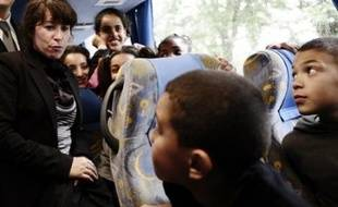 """Le Comité interministériel des villes (CIV), initialement prévu le 16 juin et qui se tiendra finalement vendredi à Meaux autour du premier ministre, François Fillon, sera l'occasion pour les différents ministères de présenter des """"engagements triennaux"""" pour la banlieue."""