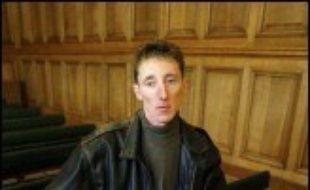 Francis Heaulme est soupçonné d'être l'auteur des meurtres d'Alexandre Beckrich et de Cyril Beyning, qui étaient âgés de huit ans, pour lesquels Patrick Dils avait été condamné à deux reprises avant d'être acquitté par la cour d'assises du Rhône en avril 2004.