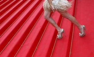 Une actrice montant les marches du Palais des Festivals à Cannes, le 19 mai 2011
