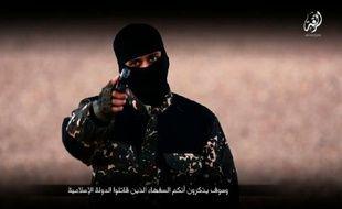 Image extraite d'une vidéo publiée par le groupe Etat islamique le 3 janvier 2016, montrant un militant s'exprimant en anglais avant l'exécution de cinq hommes de Raqa