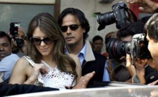 Liz Hurley et son nouveau mari, le milliardaire Arun Nayar arrivent en Inde le 5 mars 2007.