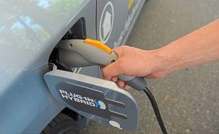 Les moteurs hybrides rechargeables sont plutôt onéreux, mais ils réduisent considérablement l'impact écologique.