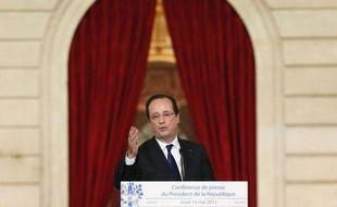 """L'inversion de la courbe du chômage d'ici à la fin de l'année, """"je m'y tiens"""", a déclaré jeudi François Hollande, alors que l'emploi salarié privé a continué de se dégrader au premier trimestre, selon une estimation provisoire de l'Insee"""