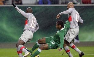 Zoumana Camara et Sammy Traore intraitables en défense face à Wolfsburg le 26 février 2009.