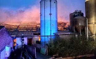 L'incendie d'une porcherie à Arnèke.