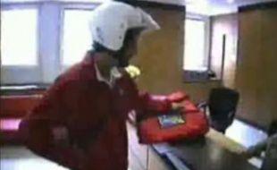 Capture d'écran de la vidéo d'Action Discrète, tentant d'envahir les locaux d'Orange