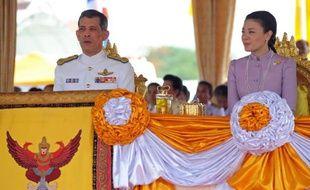 Le prince héritier thaïlandais Maha Vajiralongkorn et son épouse la princesse Srirasmi, le 13 mai 2011 à Bangkok