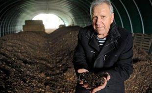 Secret de fabrication bien gardé, unité de transformation fermée à double-tour: l'éleveur Marcel Mezy commercialise depuis l'Aveyron un fertilisant naturel qui a déjà convaincu des milliers d'agriculteurs de se détourner des engrais chimiques classiques.