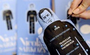 Le sort de la poupée vaudou Nicolas Sarkozy, en sursis depuis que le président de la République a réclamé son interdiction devant la justice, doit être fixé ce mercredi par la juge des référés.