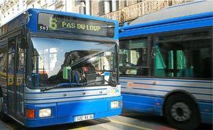 Le chauffeur de bus, frappé, souffre d'une fracture du nez.