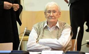 Oskar Groening l'ancien comptable d'Auschwitz le 21 avril 2015 à l'ouverture de son procès à Lunebourg