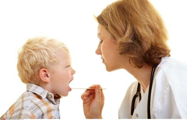 Illustration d'un bilan de santé chez un enfant.