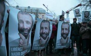 Le journaliste français Nadir Dendoune, détenu depuis le 23 janvier en Irak pour des photos non autorisées, a été libéré jeudi sous caution, ont annoncé des sources concordantes.